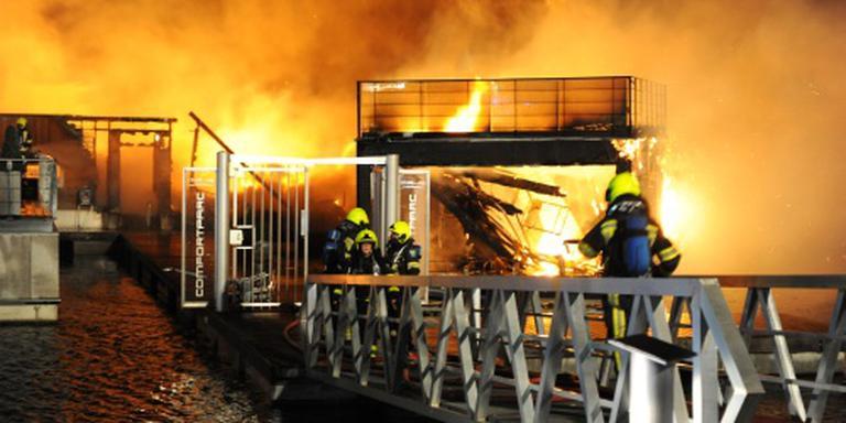 Brand jachthaven Wessem lijkt aangestoken