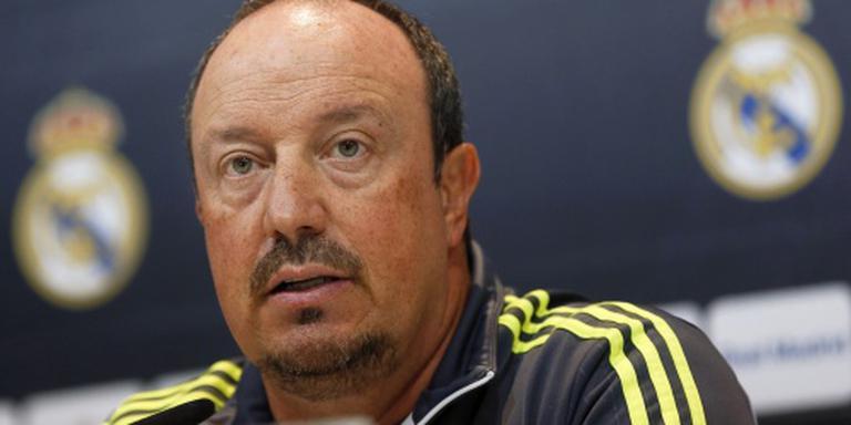 Real steunt Benitez en flirt met Mourinho