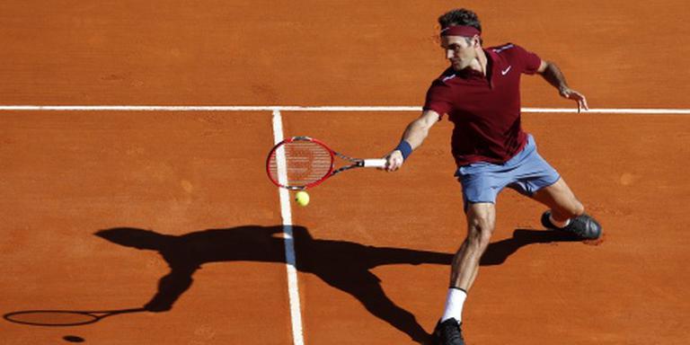 Federer wint bij rentree