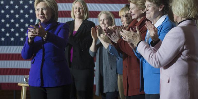 'Clinton verliest vrouwenaanhang'