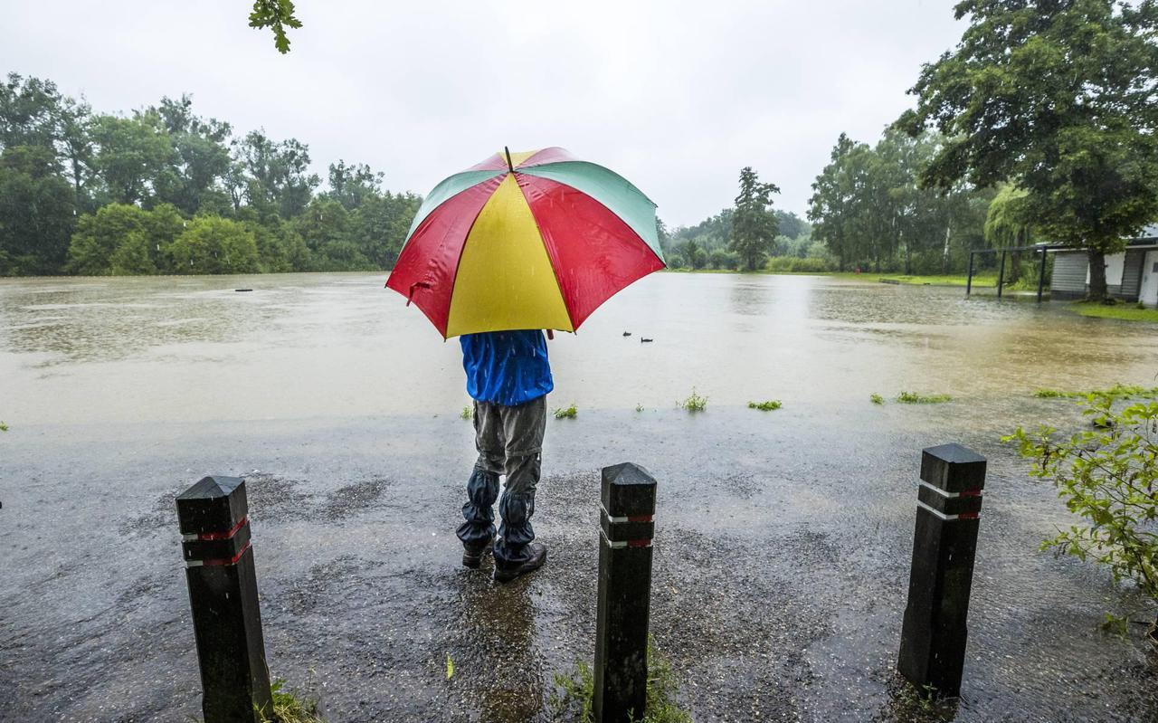 30 vermisten na instorting huizen door regenval in Rijnland-Palts.