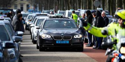 Taxichauffeurs demonstreren op Malieveld