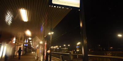 De eerste sneeuw van het najaar zorgt voor treinperikelen in onder meer Emmen. Foto: De Vries Media