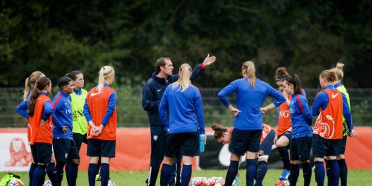 Voetbalsters oefenen tegen wereldkampioen