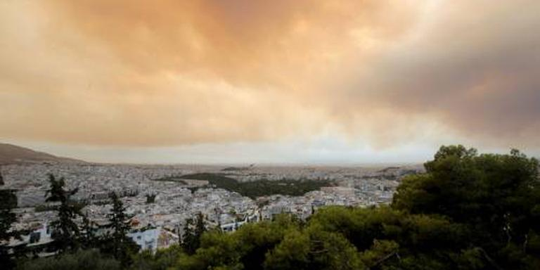 Donkere lucht Athene door grote natuurbrand