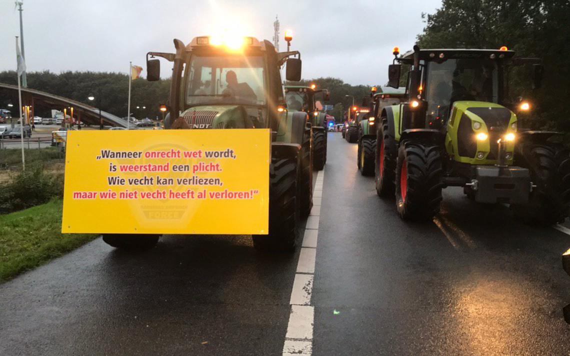 Tractoren in actie op A28 bij Pesse - Dagblad van het Noorden