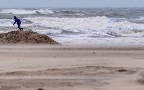 'Donderdag kans op windstoten rond 130 km/u in Waddengebied'