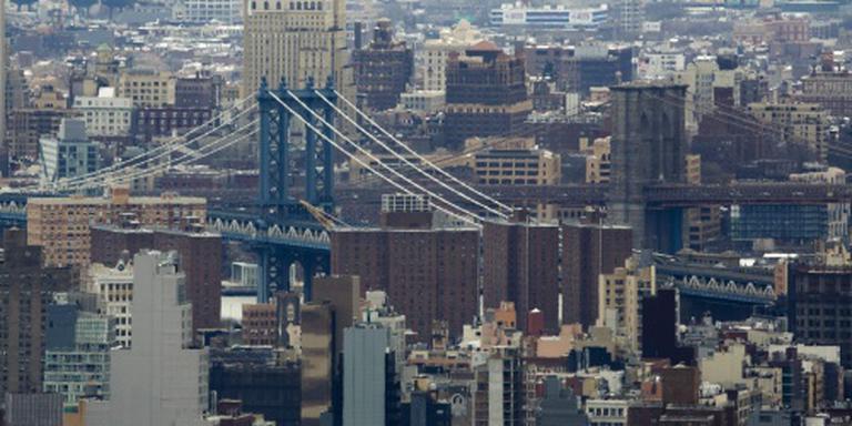 Groot spandoek Poetin aan Manhattan Bridge