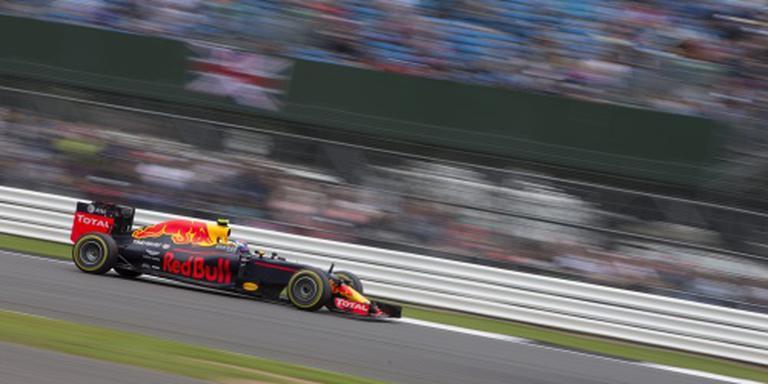 Verstappen jaagt op Mercedes op Silverstone