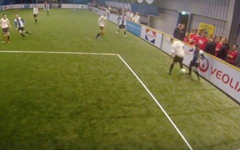 Speler NEC Delfzijl tovert met heerlijke panna tijdens regiocup (+video)