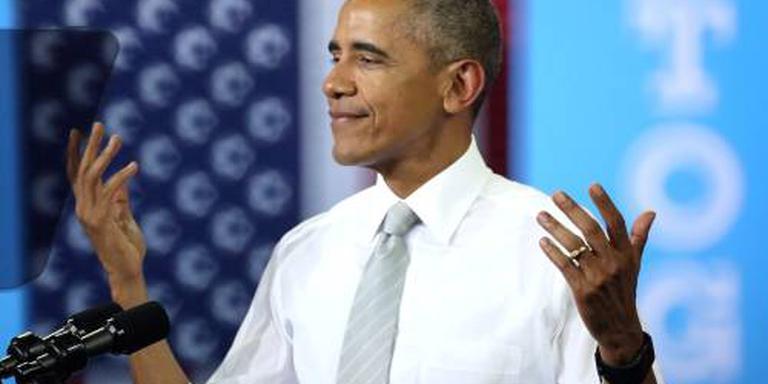 Obama neemt het op voor geplaagde FBI-baas