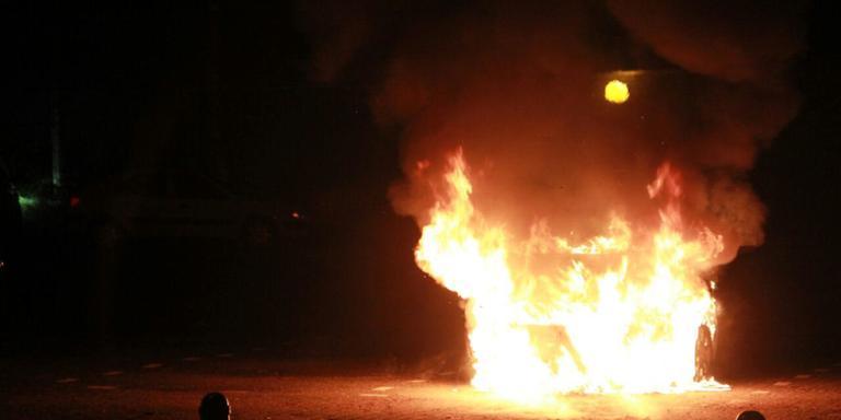 Auto brandt uit op parkeerplaats Doezum