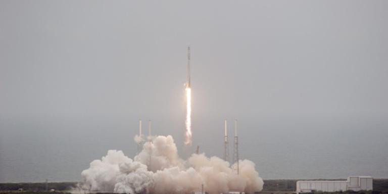Raket SpaceX landt weer op aarde