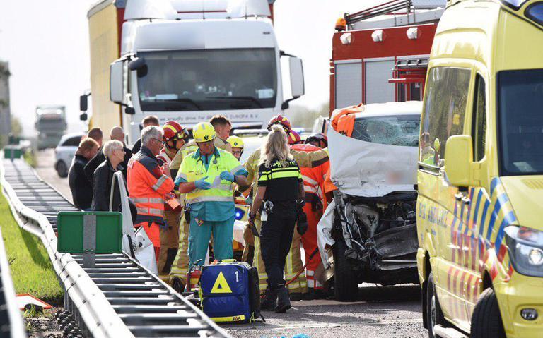 Bijrijder busje raakt bekneld bij ongeval op A37 bij Klazienaveen.