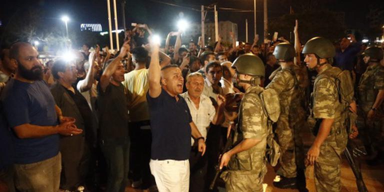 'Mijd samenscholingen en demonstraties'