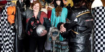 Kostuumontwerper Aafje Horst in haar atelier in Groningen. Foto: Reyer Boxem