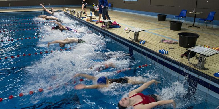 In het bad in Zuidbroek worden de laatste trainingen gegeven. Foto: Geert Job Sevink