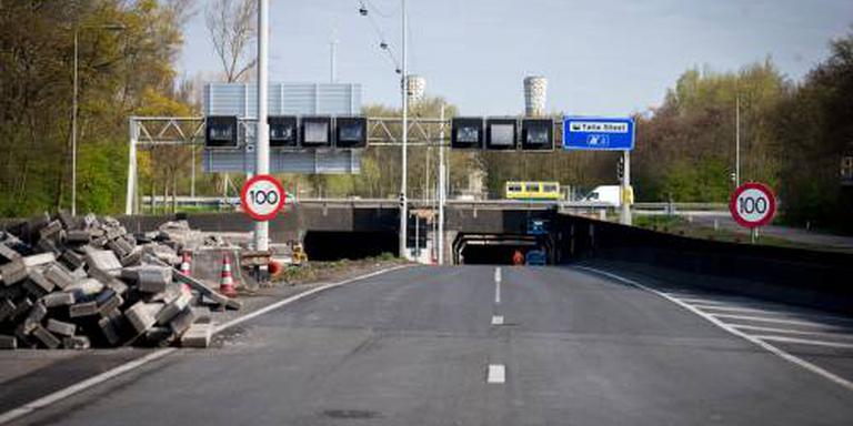 Wandelen door de vernieuwde Velsertunnel