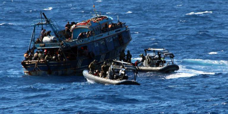 Marineschip redt opnieuw vluchtelingen