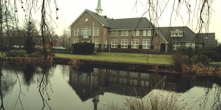Het oude raadhuis in Eelde. FOTO ARCHIEF DVHN