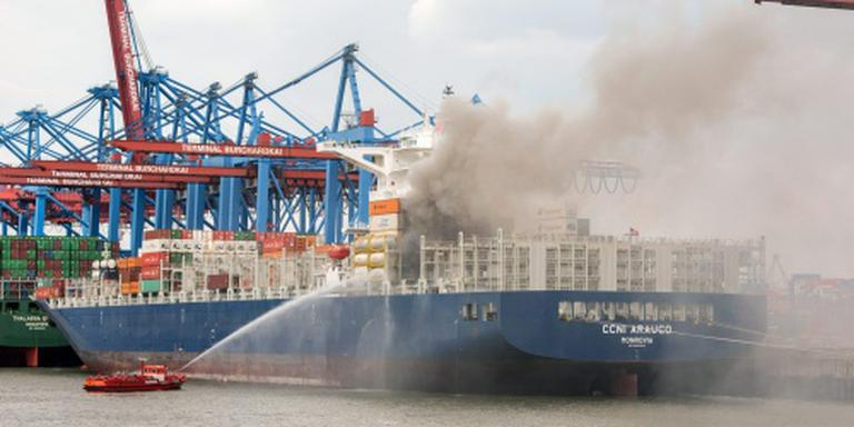 Brand in haven Hamburg na dagen meester