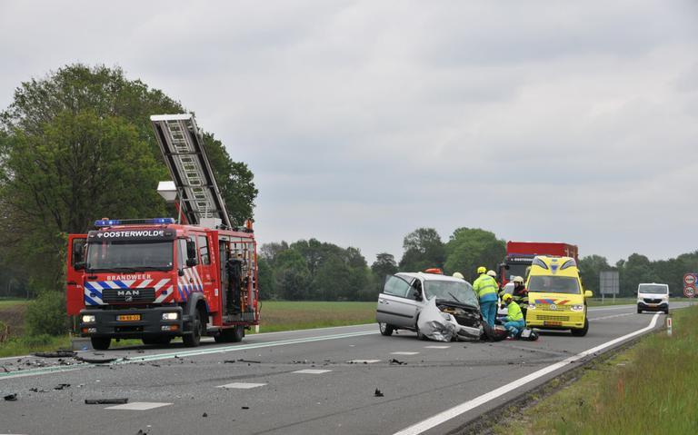 Meerdere auto's in botsing bij Oosterwolde.