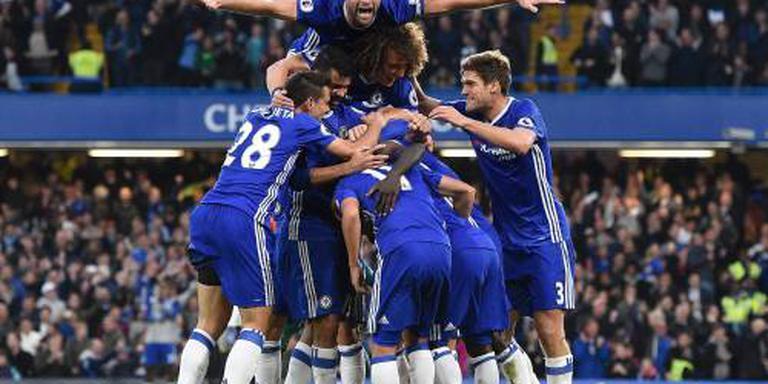Chelsea zet Mourinho en United te kijk