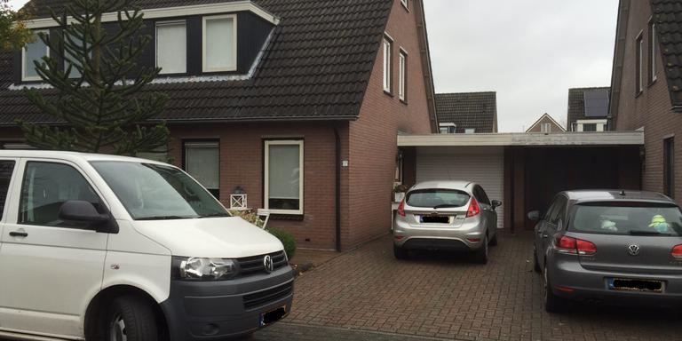 De woning aan de Leidekkerstraat waar de Veendamse dood werd aangetroffen. FOTO DVHN