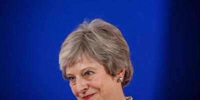 Theresa May spreekt koning Willem-Alexander