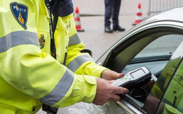 Dronken bestuurder uit Amsterdam veroorzaakt ongeluk bij Gieterveen.