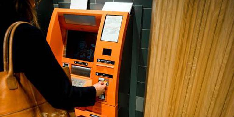 'Nederlanders sparen en verliezen koopkracht'