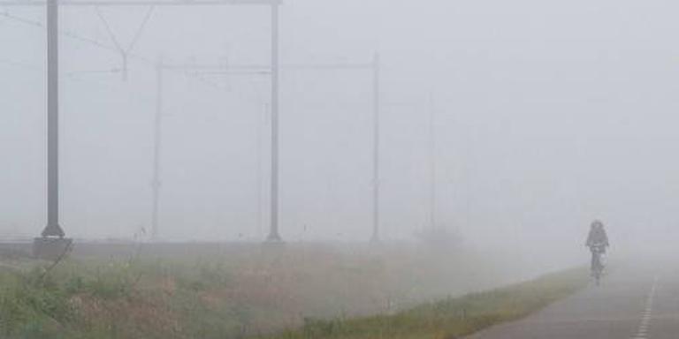 Dichte mist gevaar voor verkeer in oosten