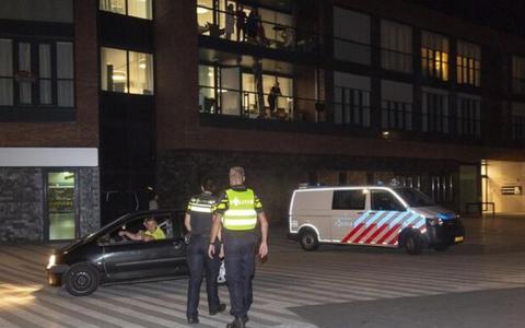 Boze jongeren roepen op tot rellen in Hoogeveense wijk Krakeel: politie massaal aanwezig, meerdere aanhoudingen