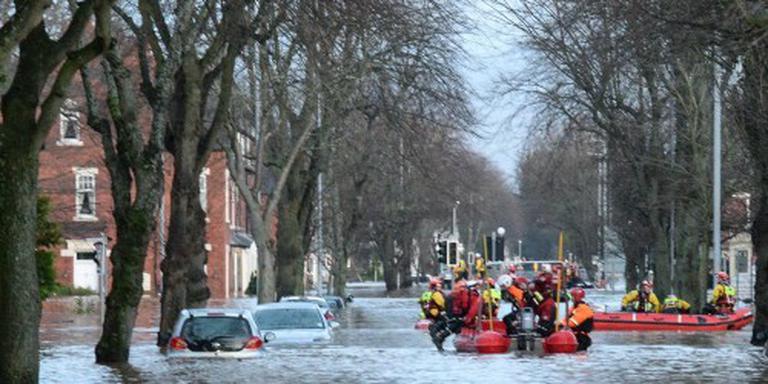 Plunderaars bij overstromingen Engeland