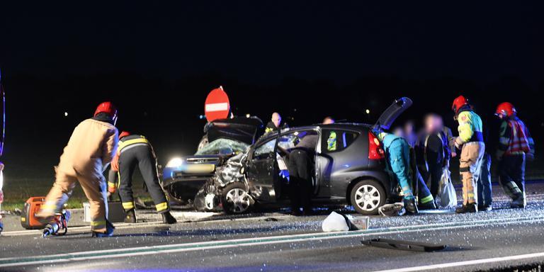 Muntendammer overleden na ongeval Kolham; drie ernstig gewonden.