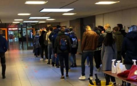 Studenten Hanze boos over tentamen: 'Te druk, te weinig afstand, geen ventilatie'