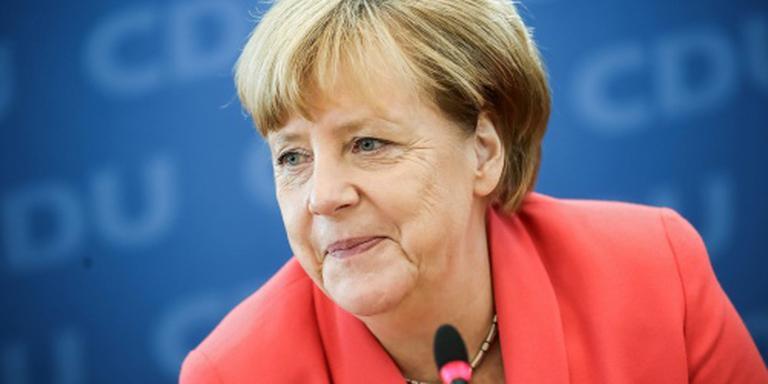 Merkel koos tussen Bondsdag en koksmuts