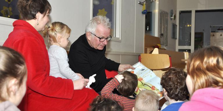 Boer Geert leest voor in kinderopvang Emmen