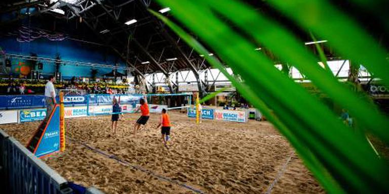 Beachvolleyballers binnen in Den Haag