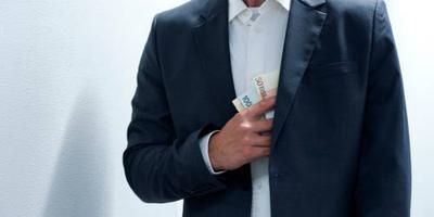 Helmond eist tonnen van verdachte ex-ambtenaar