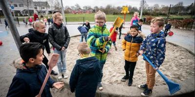Buitenspelende kinderen van juf Lysanne in Hoogeveen Foto: Jaspar Moulijn