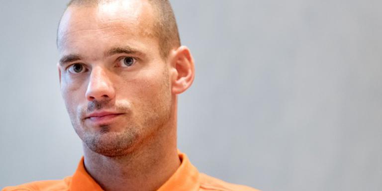 Sneijder geeft cursus overleven bij Oranje