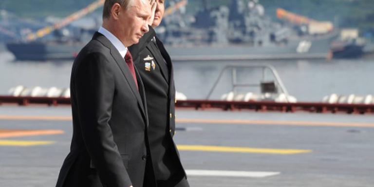 Poetin loopt als een cowboy