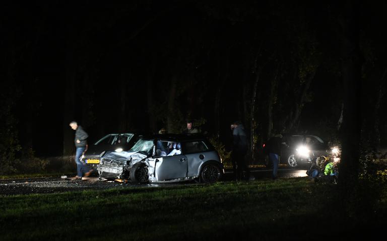 Zwaar ongeval op Kielsterachterweg bij Hoogezand: frontale botsing tussen twee autos.
