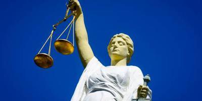 '6 jaar cel en tbs voor huisarts om ontucht'