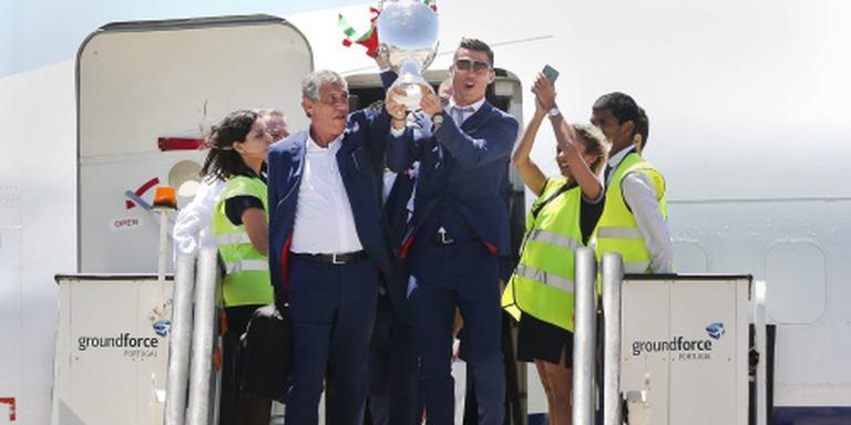 Santos langer bondscoach EK-winnaar Portugal