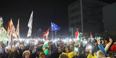 Boze Hongaren protesteren bij staatstelevisie