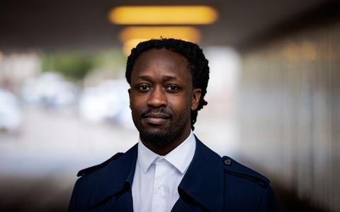 Hoogevener die vaak voor Zwarte Piet speelde doet aangifte tegen rapper Akwasi: 'Het moet maar eens afgelopen zijn met die man'