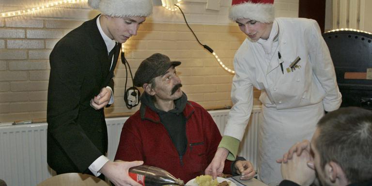 Kerstdiner voor alleenstaande klanten Voedselbank Hoogeveen