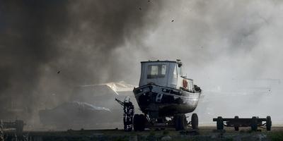 De brand bij scheepswerf Beuving in De Punt. Foto: Kees van de Veen